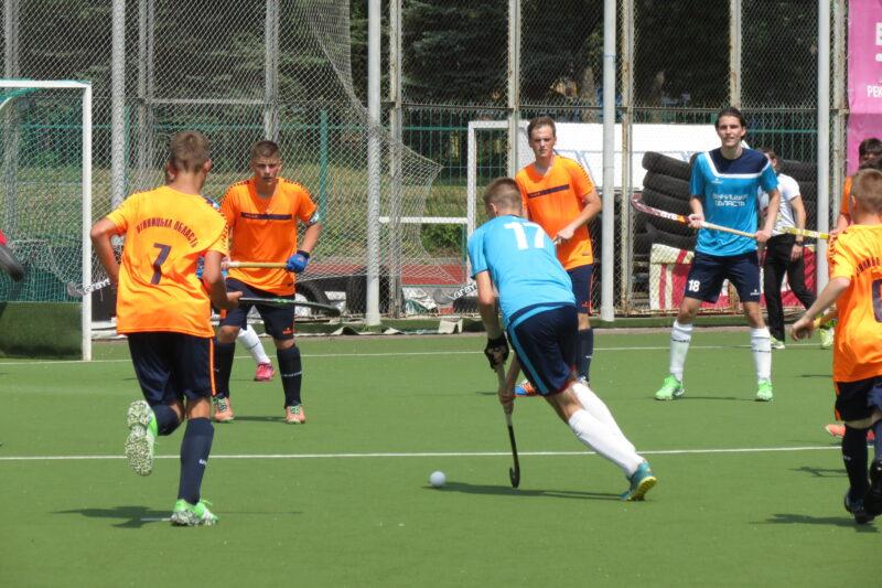 Вінницькі хокеїсти на траві втримали лідерство в чемпіонаті України
