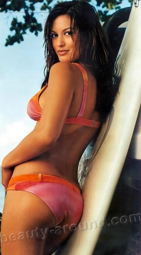 Она влюблена в серфинг