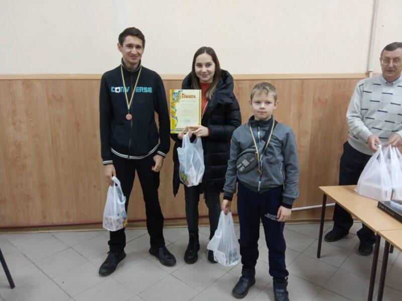 Дівчина переграла юнаків: у Гнівані провели новорічний шаховий турнір