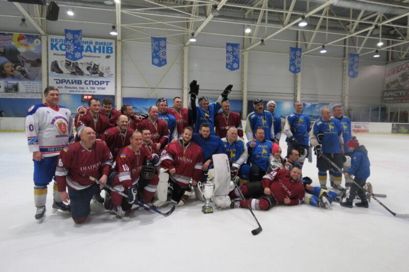 Відкритий чемпіонат Вінниці із хокею вперше виграла «Діадема»