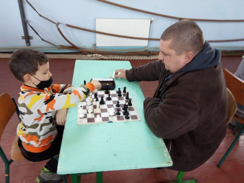Юні шахові «романтики» в подільському дербі перемогли дорослу збірну
