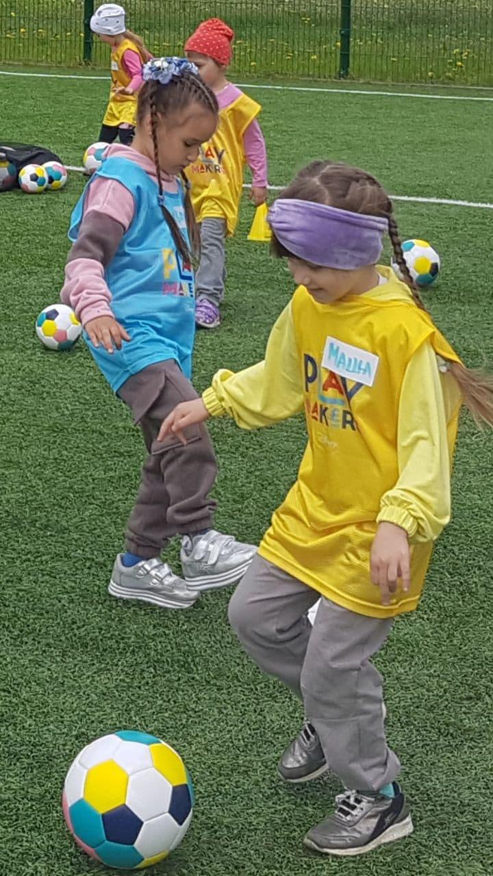 Калинівчанок навчають футболу за програмою Playmakers від УЄФА та Діснея